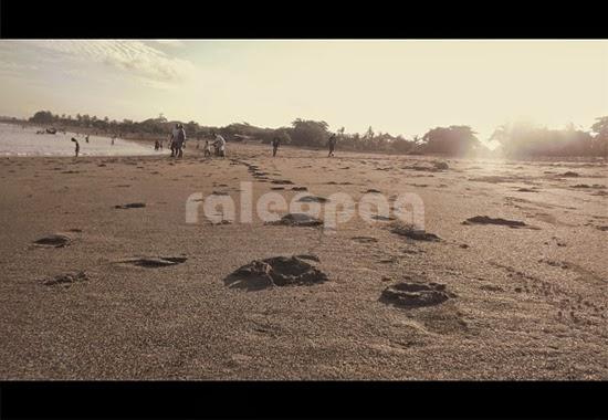 Pasir di pantai Jerman juga cukup bersih, banyak wisatawan yang senang berjalan-jalan sepanjang pantai ini dan meninggalkan jejak kakinya.