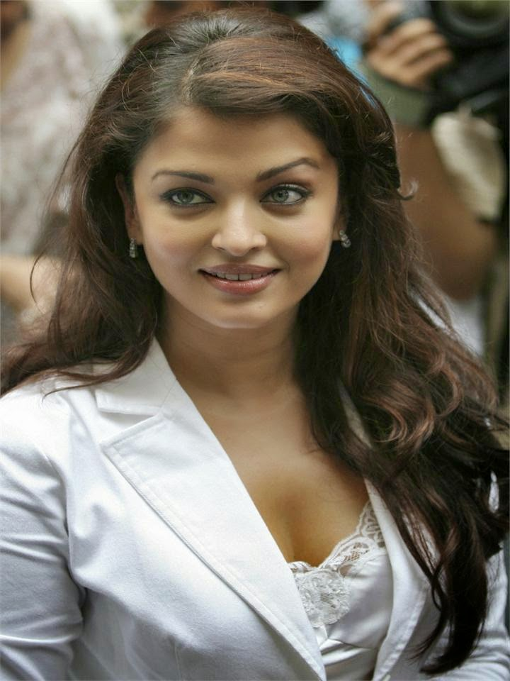 Aishwarya in her tight white mini skirt at an event hot sexy pics of hot bollywood actress