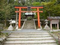 月読神社は約1500年前に鎮座している古社で松尾大社境外摂社で京都市指定史跡になっている
