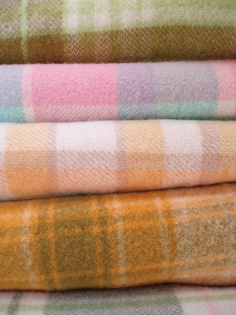 Old fashioned wool blankets 17