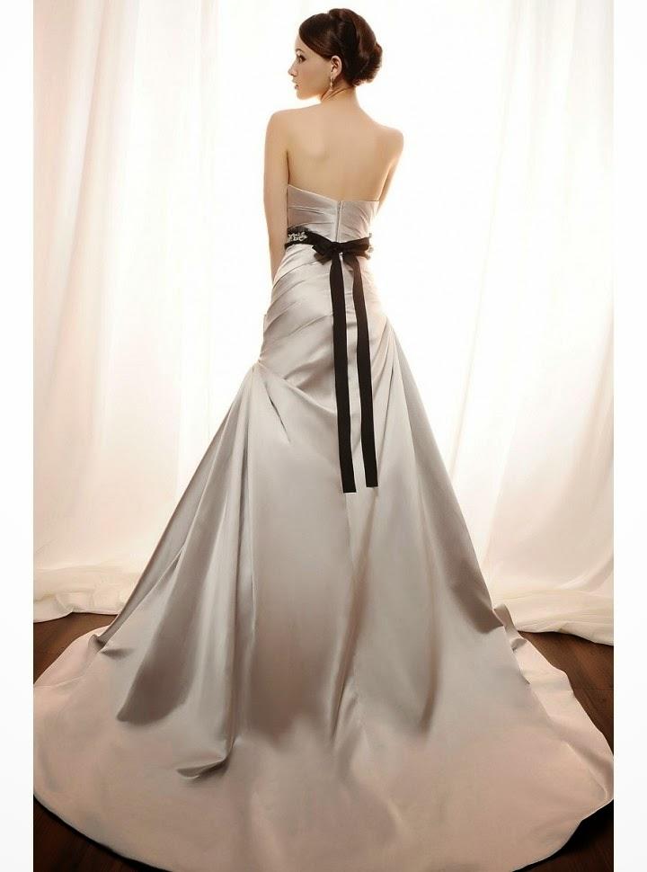 Vestido de Novia Corte A, Drapeado Diagonal, Escote Recto y Cinturon con Flores Artesanales