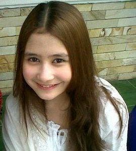 Foto Cantik Prilly Latuconsin berambut pirang
