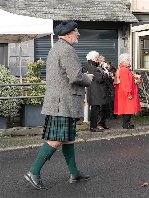 Fête de la soupe à La Gacilly, un écossais en kilt