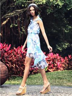 Vestido de gasa asimétrico con estampado de flores