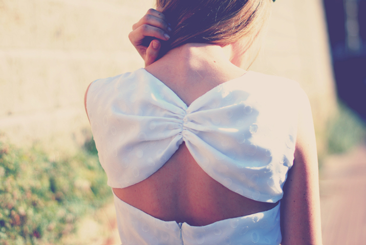 Outfit idea at fashion blog: white little dress with open back for ceremony