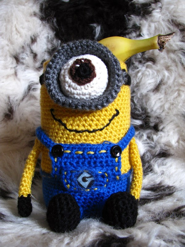 crochet  Minion cozy by Karla B. Rihtarsic