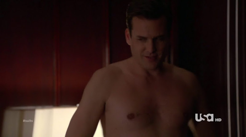 Gabriel Macht Shirtless in Suits s1e07