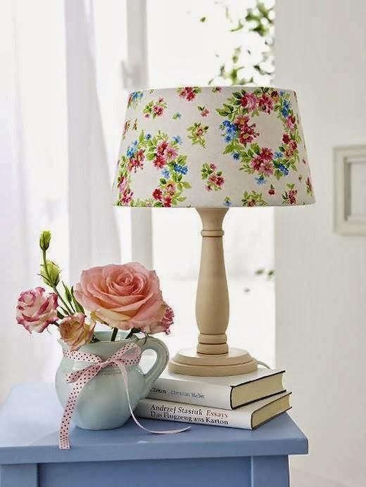 Декорация настольной лампы