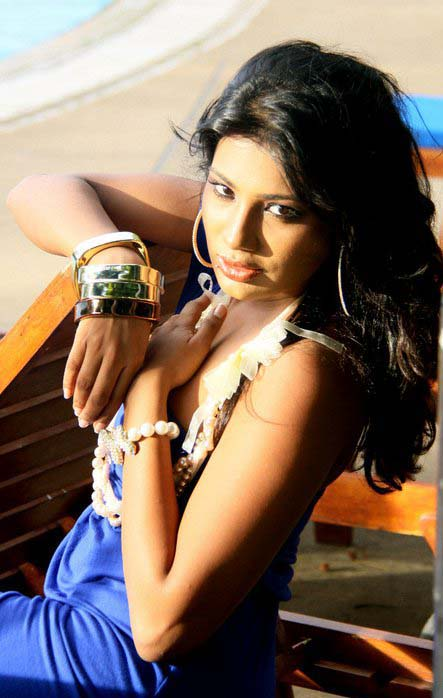 Sri Lankan Model Deena Thissera hot photo