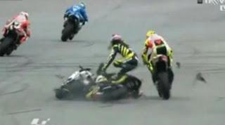 Foto Kecelakaan Simoncelli di Sirkuit Sepang, Malaysia