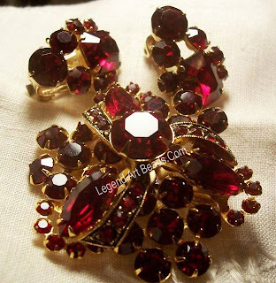 The trembler, or brooch en trembling, has its origins in early 19th-century France. The most famous exponent was Oscar Massin, who made fantastically life-like flower sprays with en tremblant flowers and leaves. The quivering motion was achieved by mounting parts of the jewel on fine springs so that with every movement the flower head or leaf trembled. Tremblers were popular throughout the 19th century.