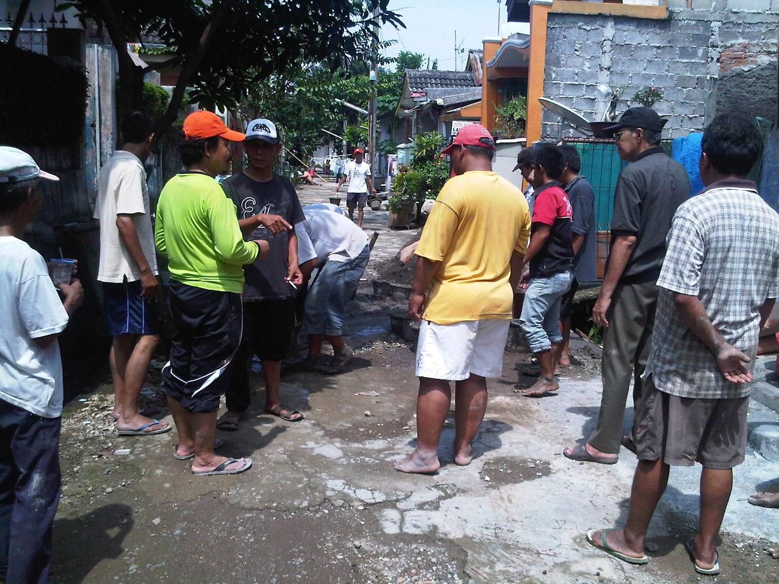 Perumahan Pegawai RSCM, melaksanakan Kerja Bakti Perbaikan Jalan