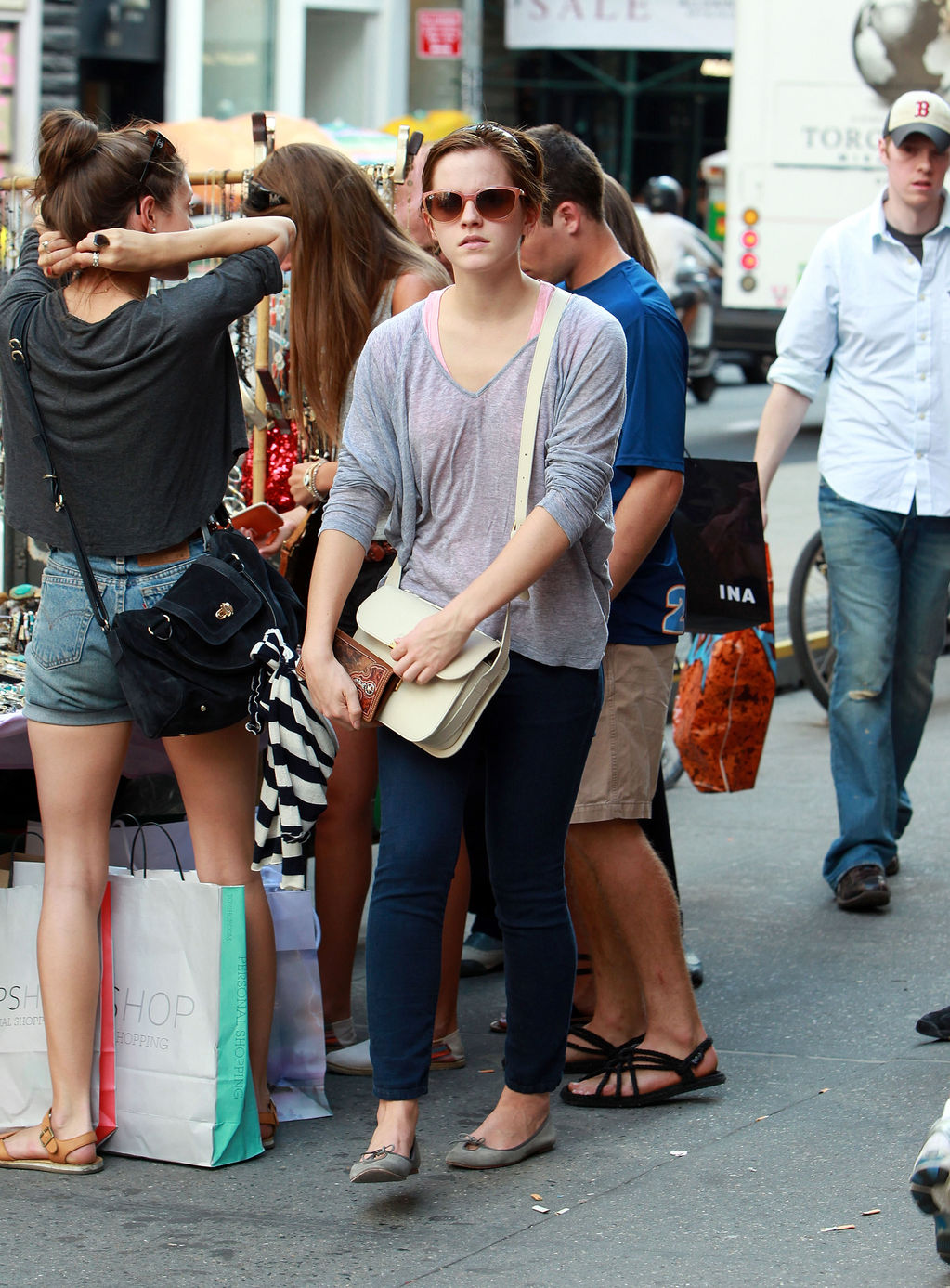 rb4167  Being Glamorous: Emma Watson - Soho Shopping