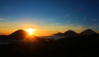sunrise in mount batur, lake batur, gunung batur, hiking in batur