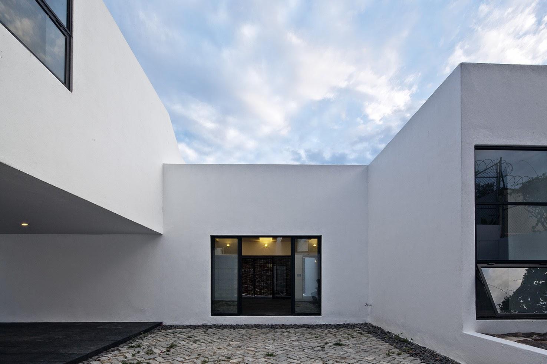 Rumah dengan Perpaduan Lokalitas dan Modernitas 16