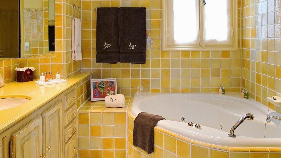 ide kamar mandi warna kuning modern