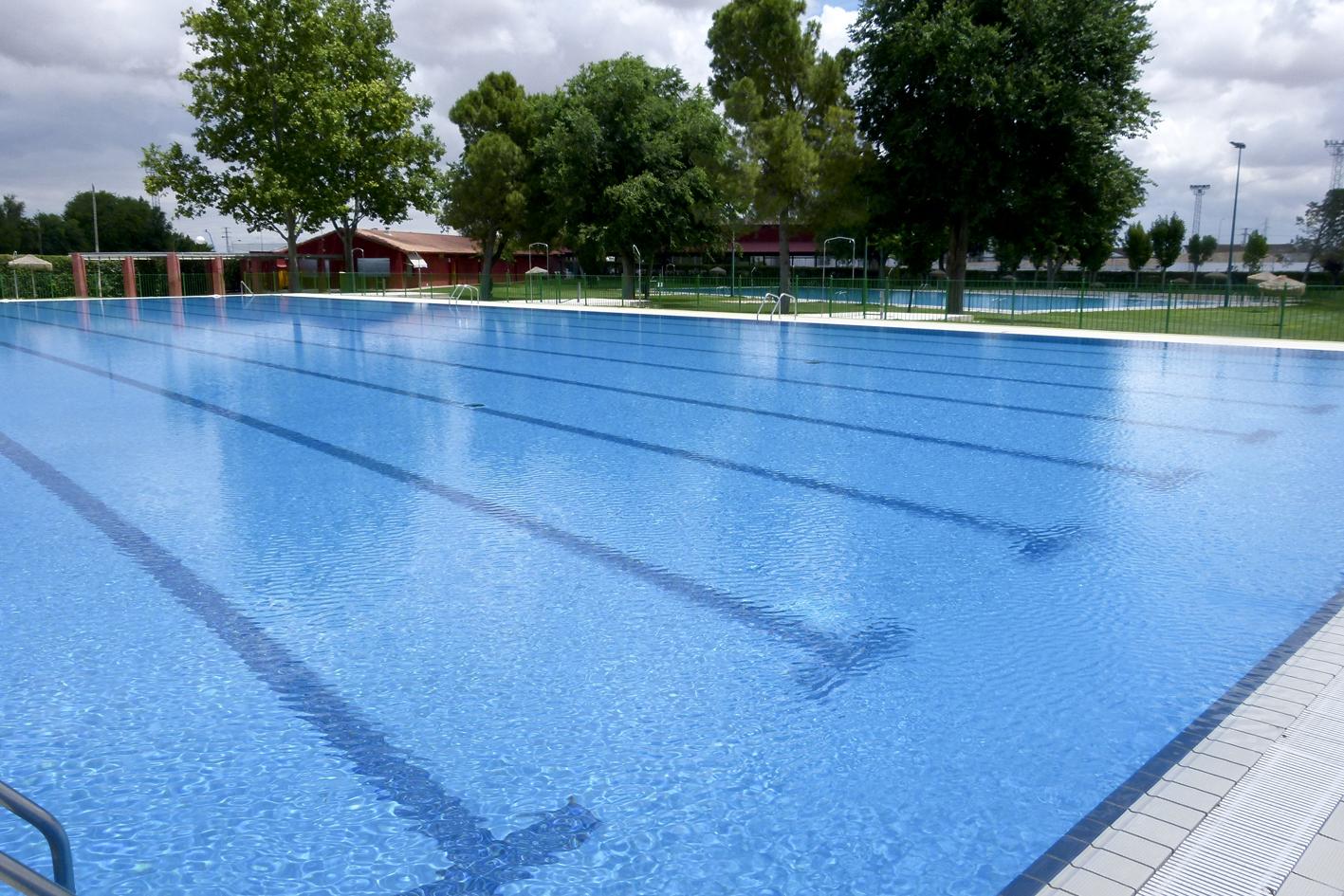 Manzanares en im genes con la llegada del verano comienza for Precio piscina municipal