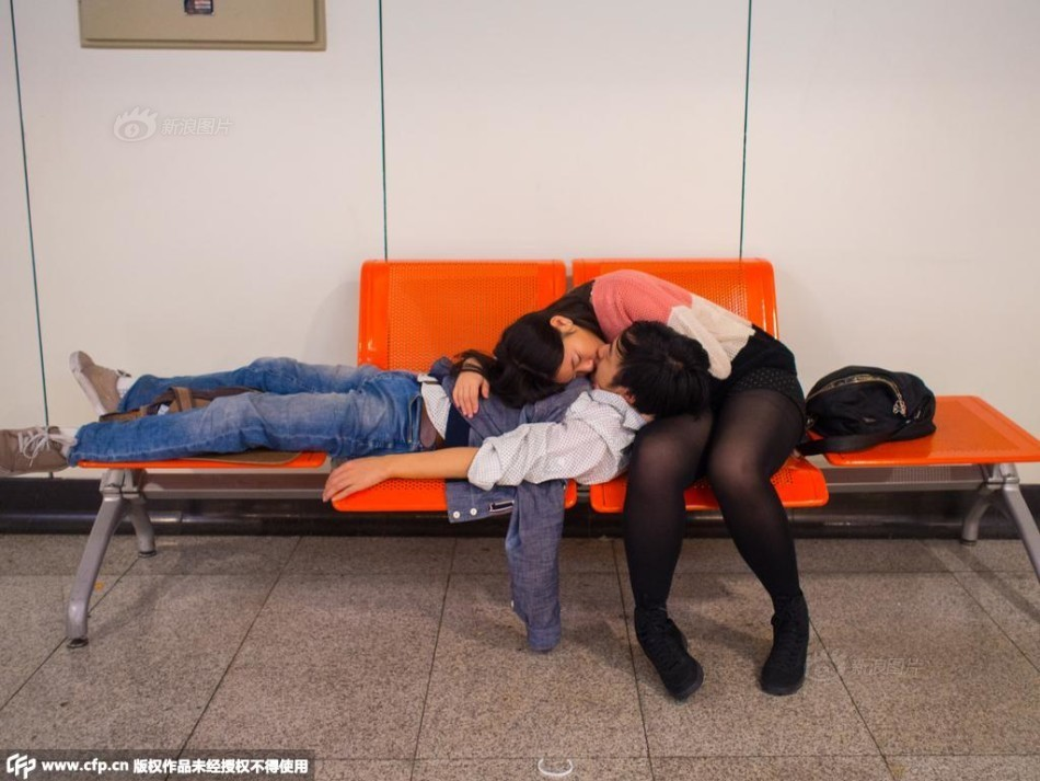 Kissing men and women on the subway