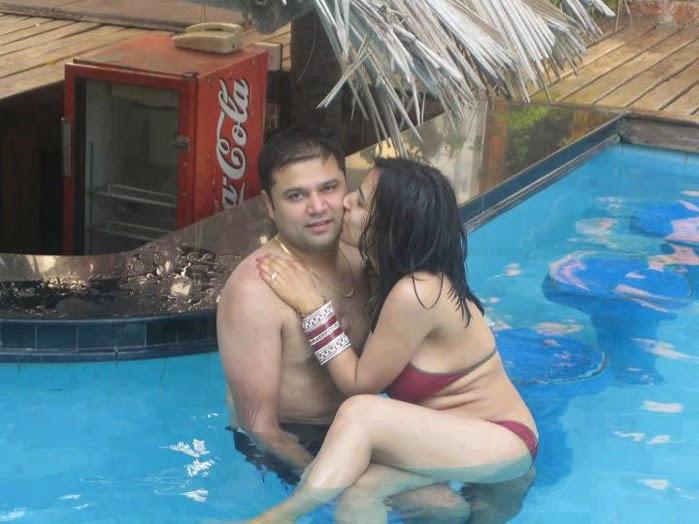 Desi Couple Hot Kissing Photo indianudesi.com