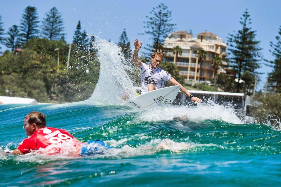 17 Quiksilver Pro Gold Coast 2015 Bede Durbidge Foto WSL Kelly Cestari