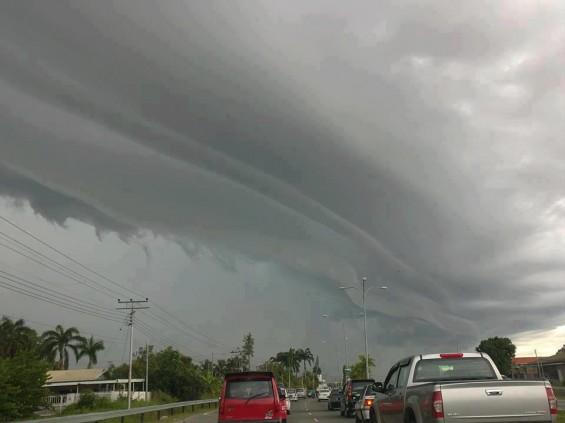 gambar, foto, pelik, imej, awan, formasi, unik, berbentuk, ekor naga, ganjil, bidang meteorologi, shelf cloud, fenomena, terbaru, kawasan, sabah, tempat, ramal, lihat, dunia, bergulung, tebal