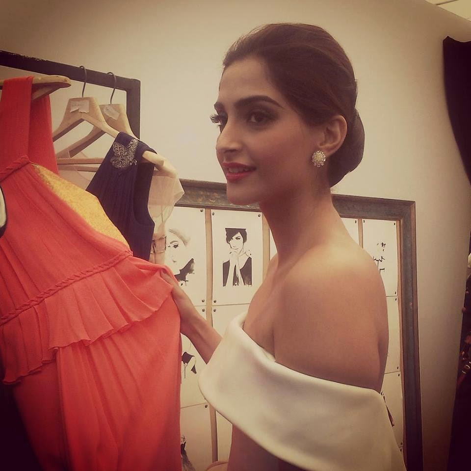 Behind Scene : Sonam Kapoor  at the Loreal Paris's Cannes Collection unveiling!