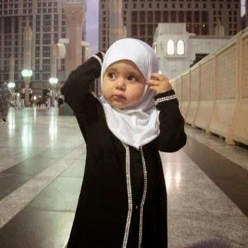4 Tips Memilih Jilbab yang Nyaman untuk Anak