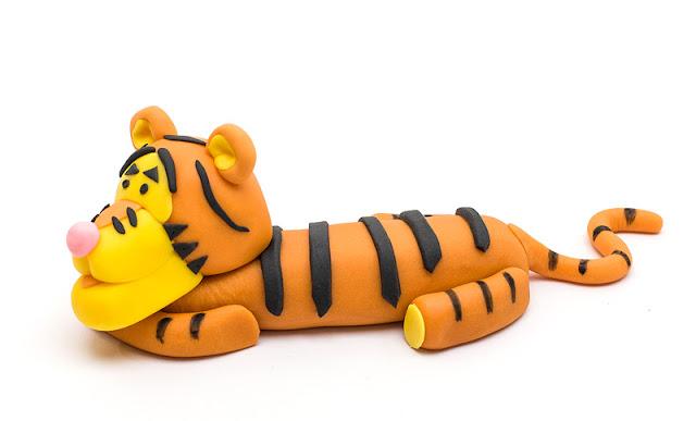 Winnie the Pooh Tigger fondant topper side