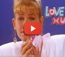 Propaganda das sandálias Love Xu (Xuxa) com crianças gemendo.
