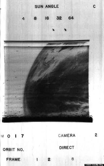 Foto Bumi Pertama Kali Dari Luar angkasa
