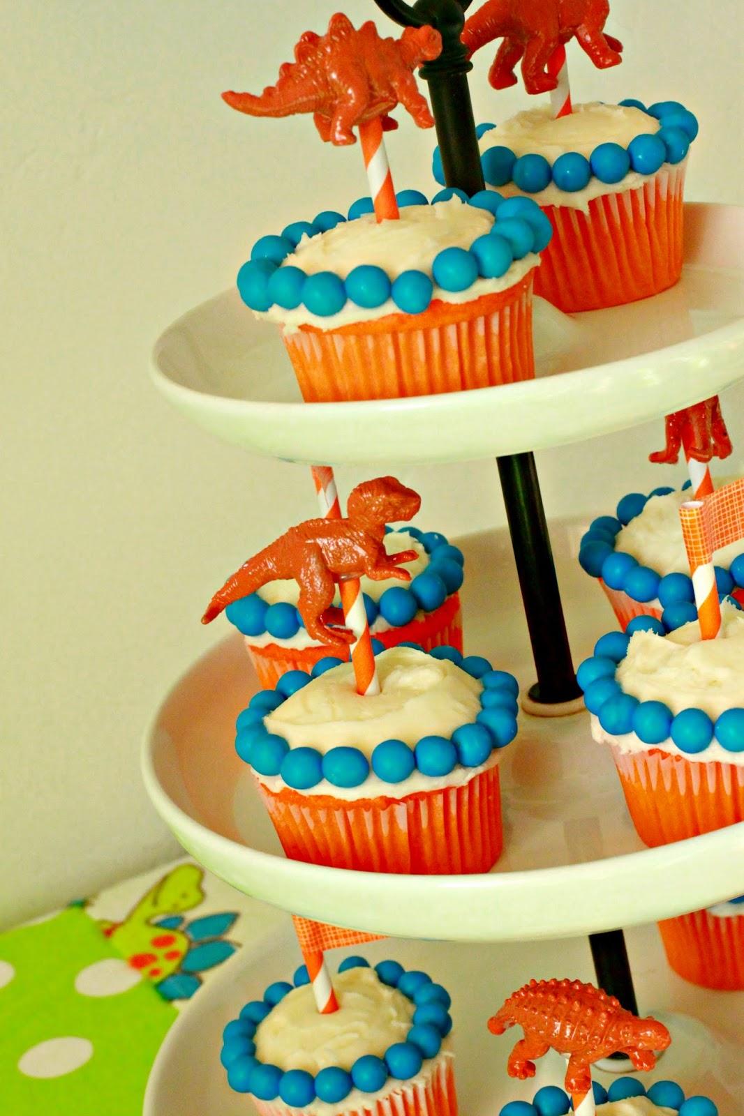 Larissa Another Day: Simple Dinosaur Birthday Party