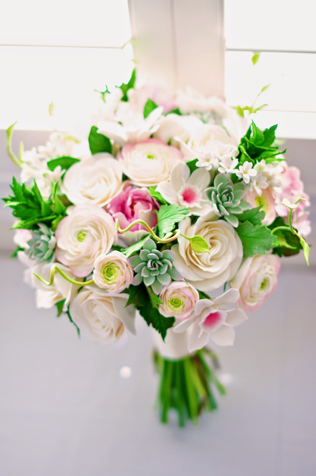 Designs bridal bouquet with a vintage look izmirmasajfo Images