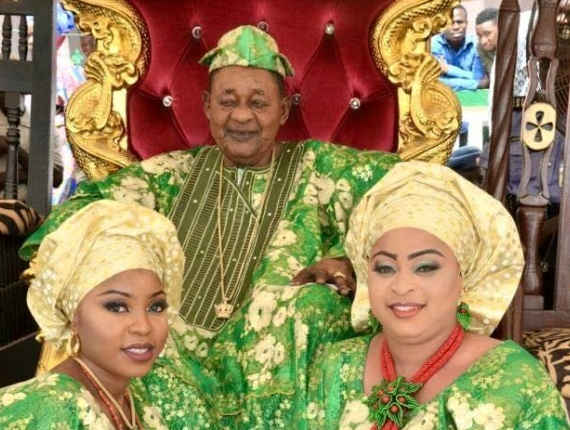 Ent : Alaafin of Oyo, Oba Lamidi Adeyemi with two of his wives [ Photos ]