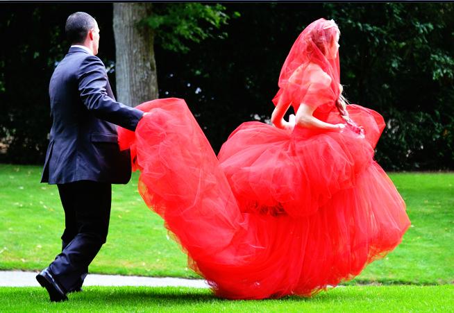 Un Cuento de Hadas: Natalia Vodianova es Caperucita Roja / Natalia Vodianova's 2011 White Fairy Tale Love Ball