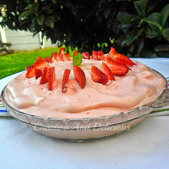 Skinny Strawberry Cream Pie ~ Skinny, but full of creamy delight on a healthy Oatmeal crust ! #SkinnyDessert #StrawberryPie
