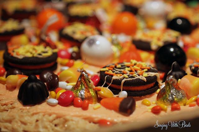 Krsipy Halloween Pizza | cheerykitchen.com