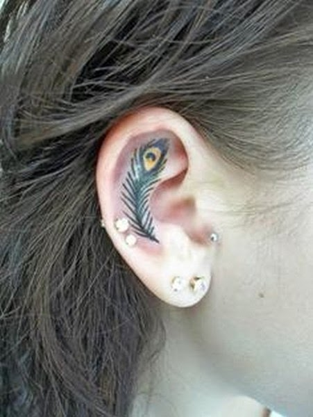 Gambar Tattoo di Daun Telinga