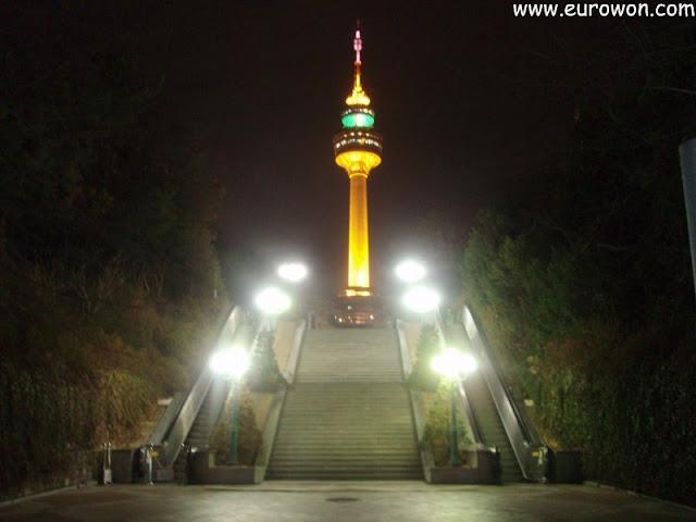 Torre de Daegu de noche