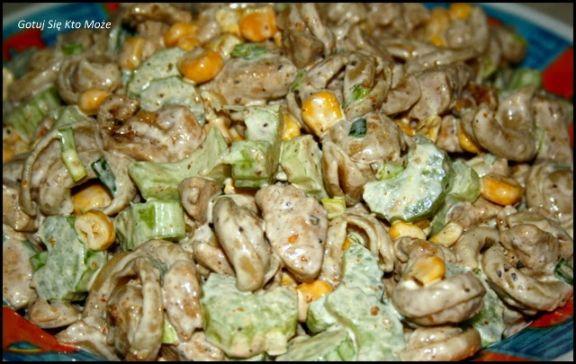 Sałatka z kurczaka z selerem naciowym