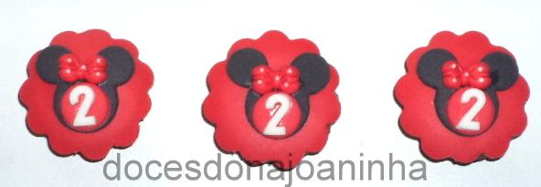 Mini cupcakes Minnie vermelha: silhueta com lacinho e idade