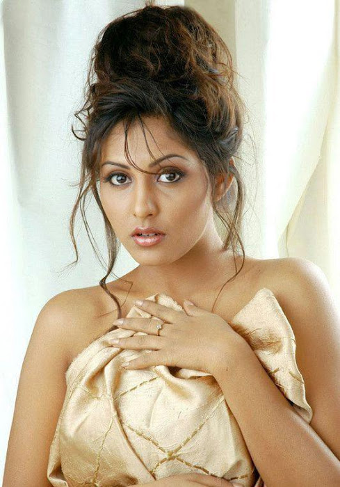 madhu shalini madhu shalini spicy photo gallery
