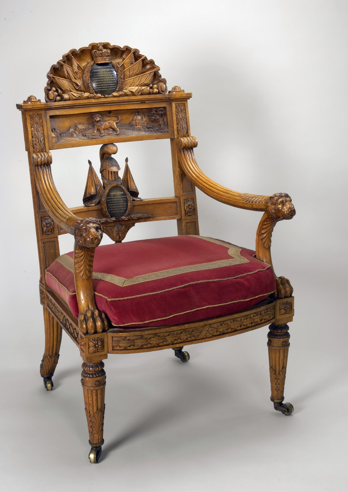The Waterloo Chair   made by Thomas Chippendale the Younger  Royal Collection Trust  © Her Majesty Queen Elizabeth II 2015