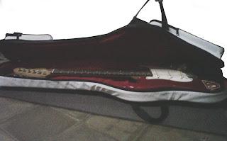 tas gitar elektrik kombinasi putih merah