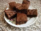 Mogyorós brownie, étcsokoládéval valamint sótlan mogyoróval, kevert tésztás, tejtermék mentes sütemény recept.