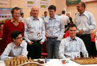 Ronde 6 : l'exploit des joueurs néerlandais qui ont battu les leaders ukrainiens 2,5-1,5 au championnat du monde d'échecs par équipes