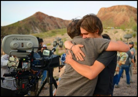 Richard Linklater abraza a Ellan Coltrane el último día de rodaje de Boyhood (Richard Linklater, 2014)