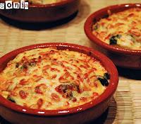 Cazuelita de pasta, coliflor y salsa de queso