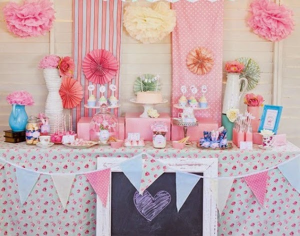 5 ideas para decorar tu boda con pompones de papel de seda - Ideas decoracion bar ...