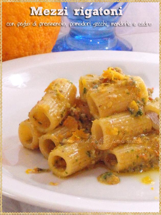 Mezzi rigatoni con pesto di prezzemolo, pomodori secchi, mandorle e cedro