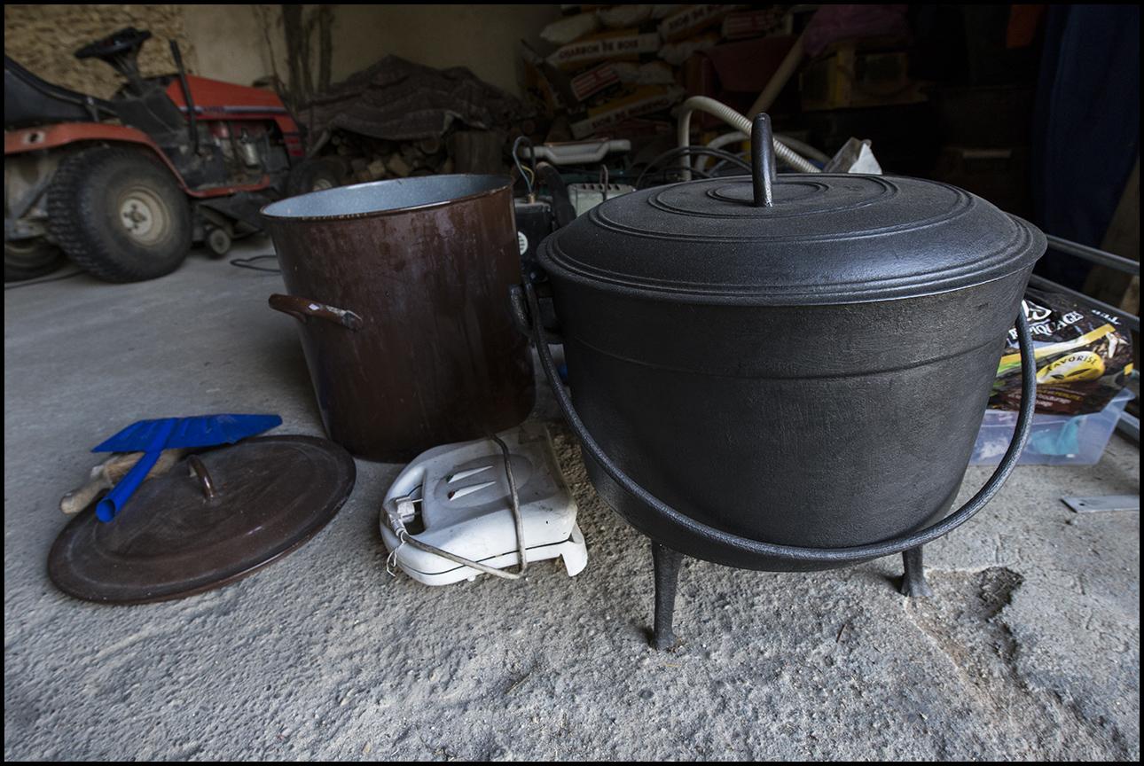 3kg sous terre chaudron en fonte. Black Bedroom Furniture Sets. Home Design Ideas